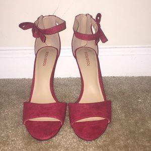 Red bowed heel